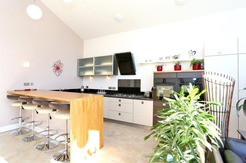 Photo 2 Kitchen