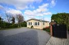 3 bedroom Bungalow in Bexley Road, Erith, Kent