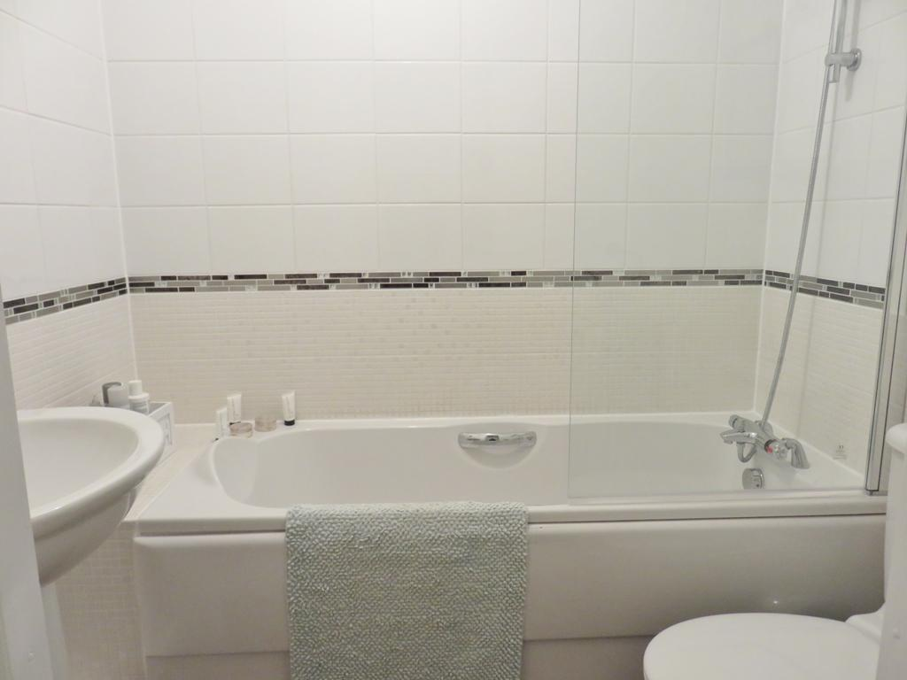 2nd Floor - Family Bathroom