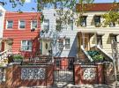 Town House for sale in 353 44th Street...