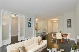 2 bed Apartment in 58 West 58th Street...