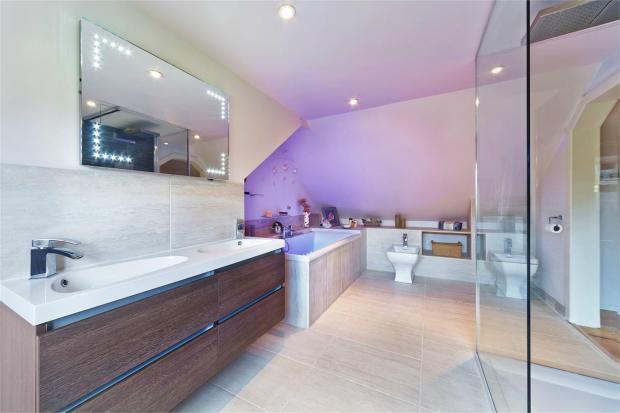 En-Suite Bath/Showe