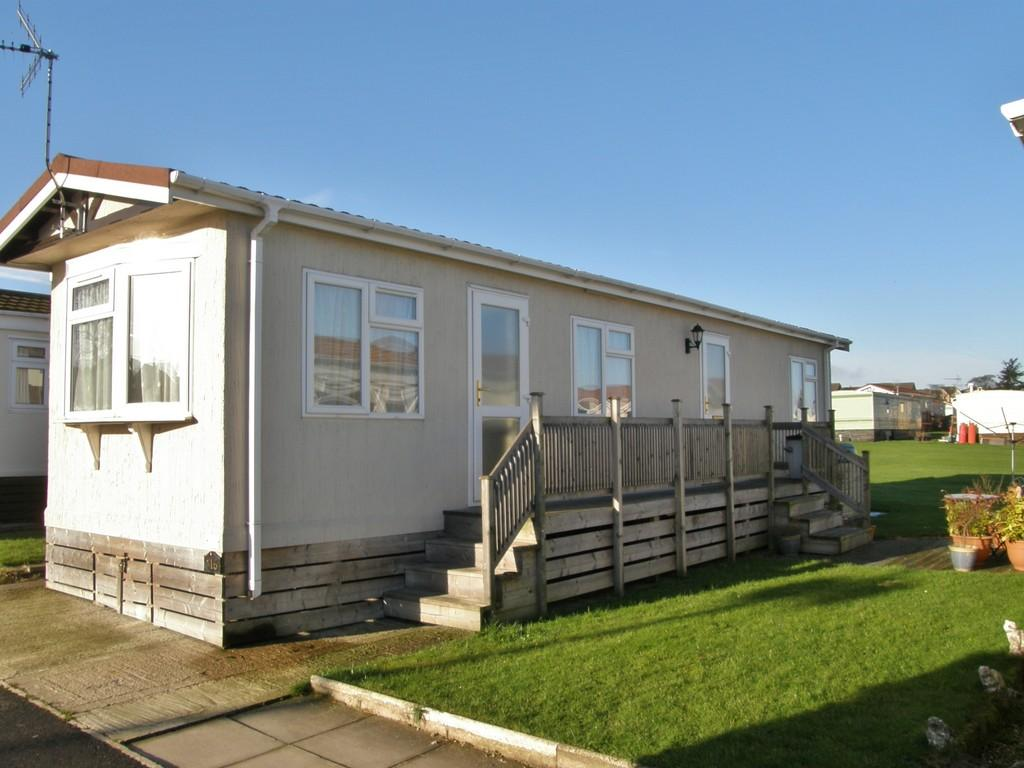 2 bedroom mobile home for sale in Fifth Avenue Shaws