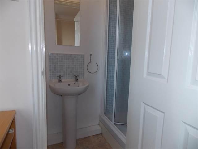 Bedroom 3 - en-suite
