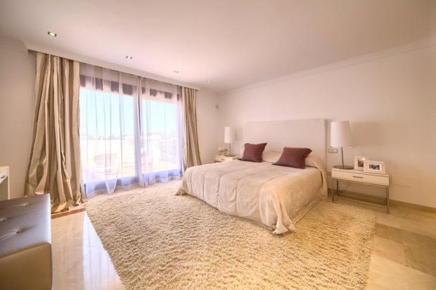 Bedroom: Golden Mile