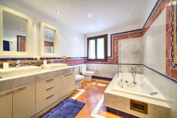 Bathroom: Marbella