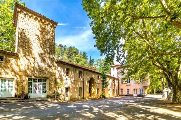 8 bedroom farm house for sale in provence alps cote d azur for Cote commerce aix en provence