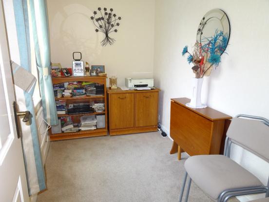 Bedroom 2 \ Study