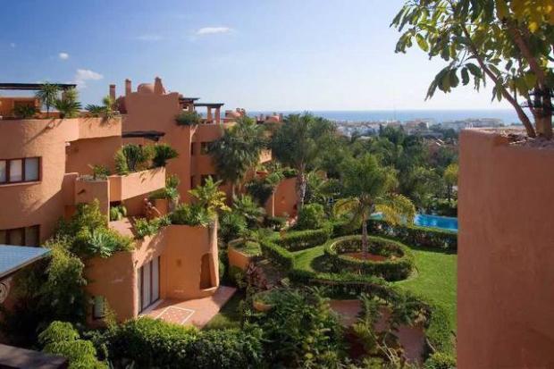 Side terrace views