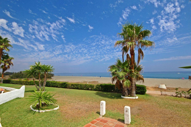 Direct access beach