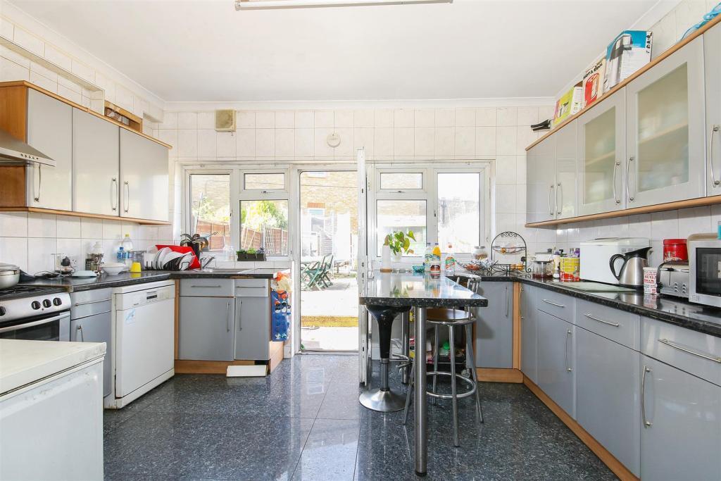 8. Kitchen.jpg