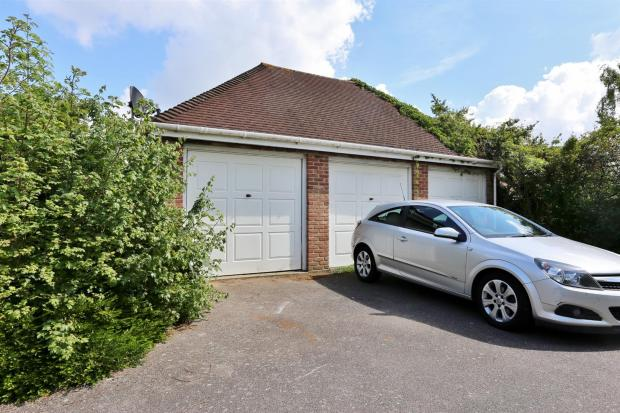 4 bedroom detached house for sale in stephen road for Garage with accommodation