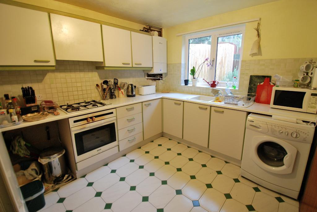 3 Bedroom End Of Terrace House For Sale In Westview Close Hanwell London W7 3dz W7