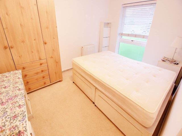 bedroom flat to rent in thamesdale london colney al2