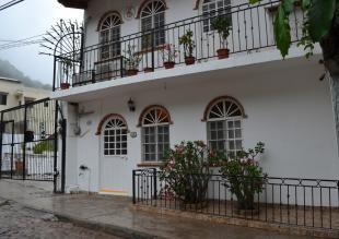 Villa in Pedro Moreno 259...