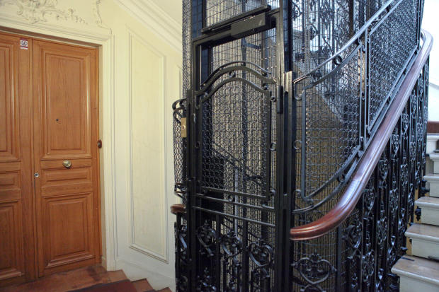 Hallway entrance lift elavator stairs Etoile Avenue President Wilson Paris