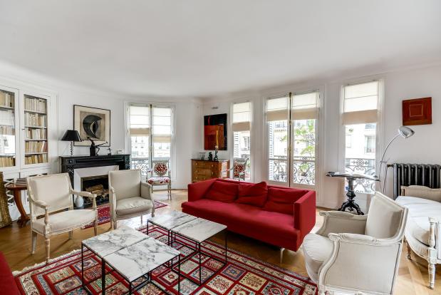 Large living room parquet floor blacony doors Rue Jean Mermoz Paris