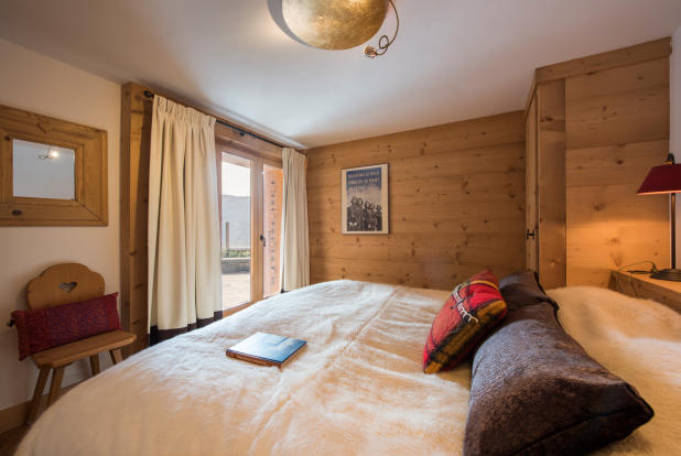Guest bedroom with balcony at Chalet Vermont in Verbier