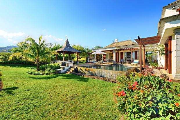 Swimming pool garden Villas Valriche Mauritius