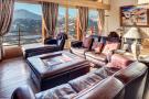 Living room balcony doors wood floor Chalet Feuille d'Erable Verbier
