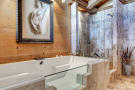 Bathroom shower stone bath tub Chalet Feuille d'Erable Verbier