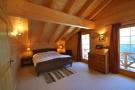 Bedroom exposed beams wood Chalet Idée Fixe Champoussin Champéry
