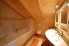 Bathroom bath tiled twin sink Chalet Idée Fixe Champoussin Champéry