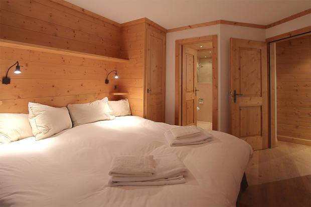 Bedroom master ensuite bathroom Gai Torrent Penthouse Verbier
