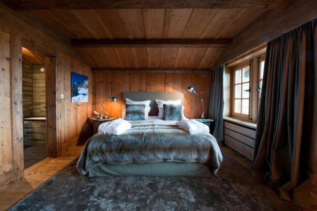 Bedroom ensuite bathroom wood Chalet Masson Verbier