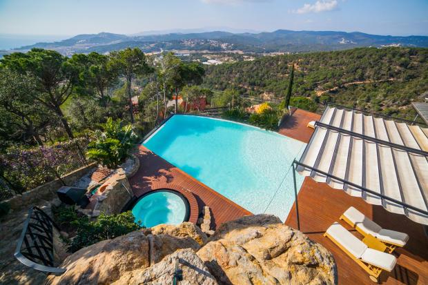 Swimming pool hot tub mountain view Villa Olivia Lloret de Mar Girona