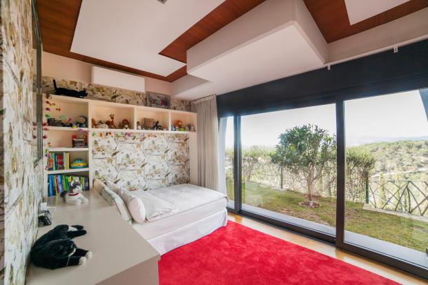 Bedroom guest sliding doors patio Villa Olivia Lloret de Mar Girona