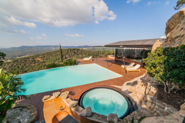 Swimming pool sun terrace hot tub Villa Olivia Lloret de Mar Girona