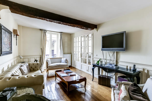 Living room wood floors beams Rue de Turenne Paris