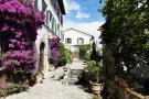 Entrance courtyard Villa La Quercia Lucca Tuscany