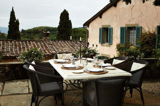Dining area patio outdoor Villa La Quercia Lucca Tuscany
