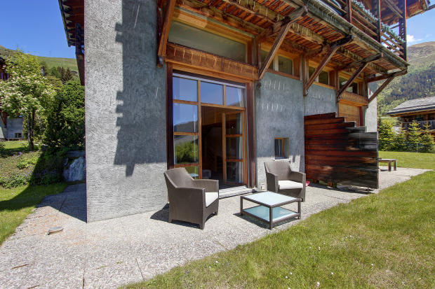 Terrace and seating area at Chalet Lievre in Verbier in the summer