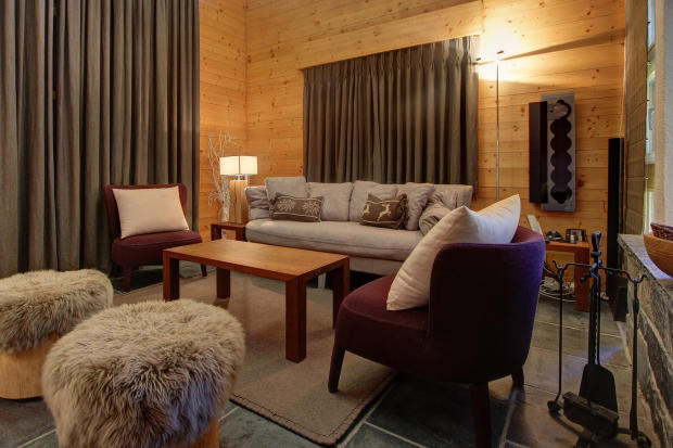 Living room with sofas at Chalet Lievre in Verbier