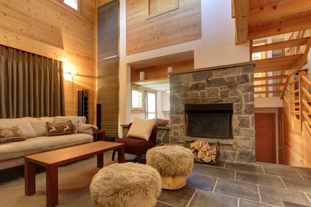 Living room and fireplace at Chalet Lievre in Verbier