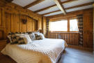 Bedroom master wood floor Chalet La Courtiliere Verbier
