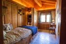 Bedroom tiled floor Chalet La Courtiliere Verbier