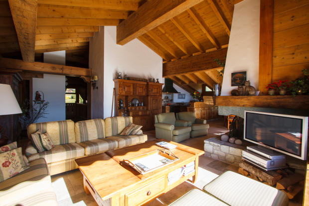 Living room kitchen open plan fireplace high ceiling Chalet La Courtiliere Verbier