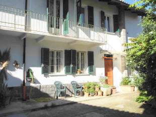 4 bed semi detached home in Mombercelli, Asti...