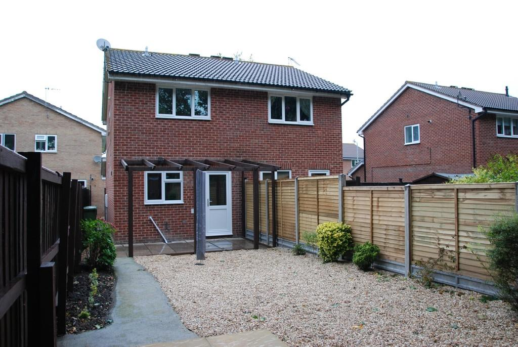 2 bedroom semi detached house to rent in ryburn close