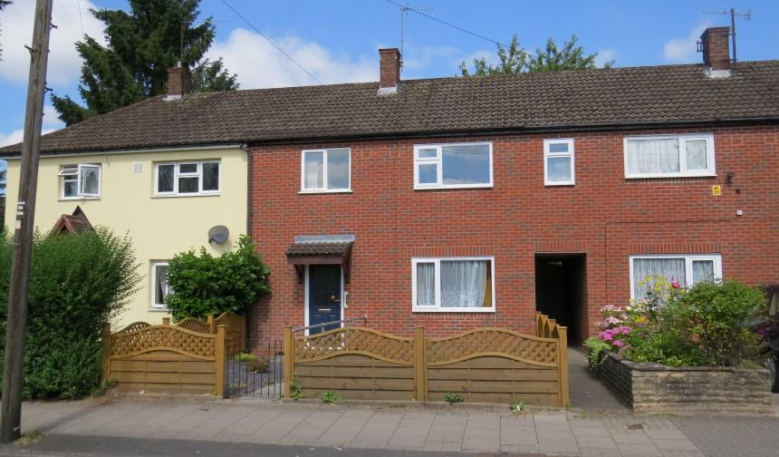 3 bedroom terraced house for sale in welsh house farm road for Terraced house meaning
