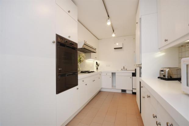 34 CH Kitchen 2.jpg