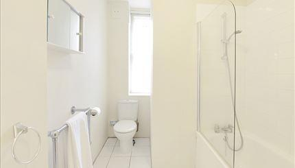 Flat 12 Bathroom.jpg