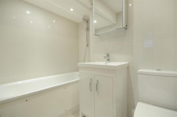 GF 95 FJ bathroom 2.