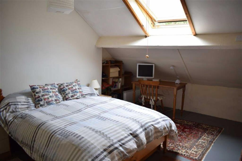 Attic Room (Presentl