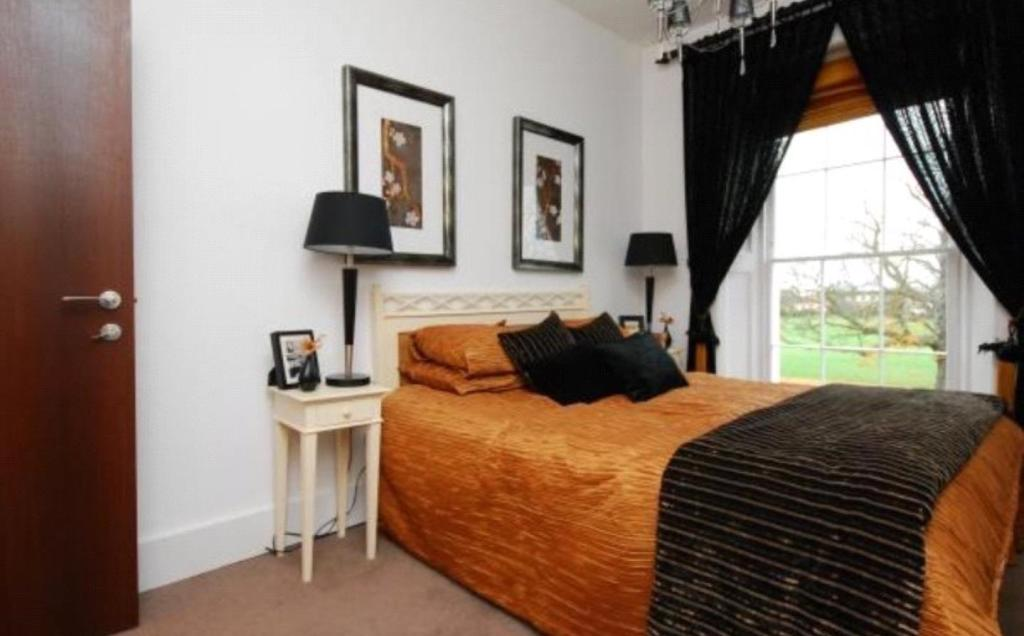 3 Bedroom Apartment To Rent In Rotary Court Hampton Court Road East Molesey Surrey Kt8 Kt8