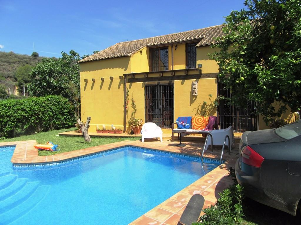 4 bed Villa for sale in Estepona, Málaga...